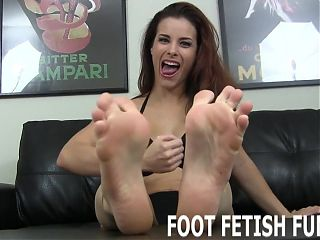 I need a naughty boy who loves worshiping feet