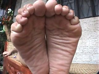 sheena feet
