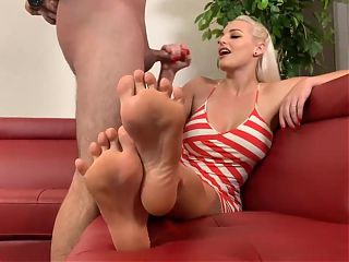 Wank while you look at my soles and toes !
