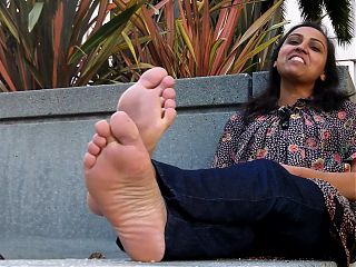 STINKY INDIAN DOCTOR FEET!!!