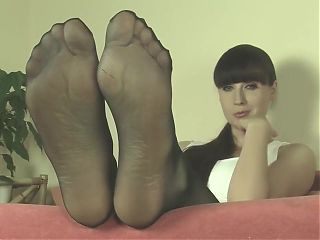 Mistress Weronika in nylon feet