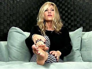 Watch mature sexy feet